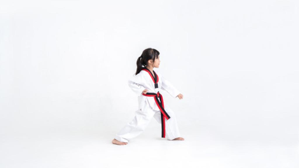 Trẻ học võ tự vệ